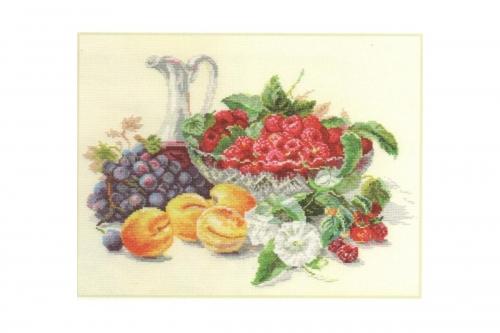 Абрикосы и малины