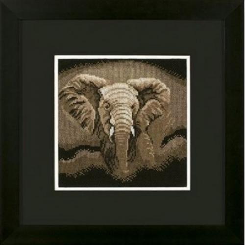 Охотящийся слон